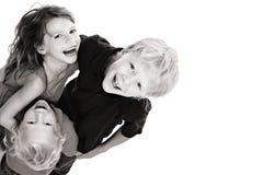 Niños felices que ríen y que miran para arriba Imagen de archivo libre de regalías
