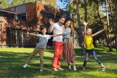 Niños felices que se divierten con sus padres Foto de archivo libre de regalías