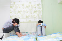 Niños gritadores Foto de archivo