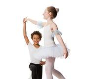 Niños interraciales que bailan junto Fotos de archivo