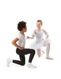 Niños interraciales que bailan junto Foto de archivo libre de regalías