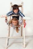 Niños listos para pintar la pared Imágenes de archivo libres de regalías