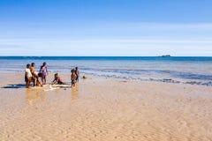 Niños malgaches en la playa Fotografía de archivo