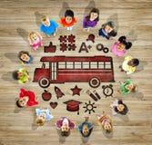 Niños multiétnicos con de nuevo a concepto de la escuela Imagen de archivo libre de regalías