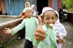 Niños musulmanes en Bali Indonesia fotos de archivo