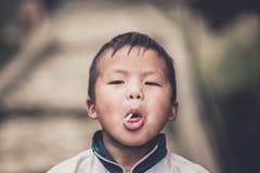 Niños no identificados de Hmong en Sapa, Vietnam Fotos de archivo libres de regalías