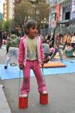 Niños no identificados el día de fiesta en la ciudad de La Paz Foto de archivo libre de regalías