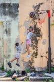 Niños nombrados de las ilustraciones de la pared de Penang que juegan a baloncesto Foto de archivo libre de regalías