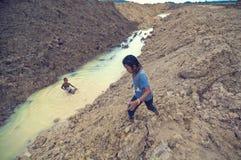 Niños pobres de jugar de Camboya Fotografía de archivo