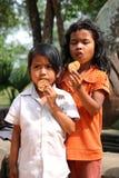 Niños pobres y hambrientos Fotos de archivo