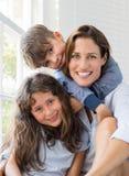 Niños que abrazan a la madre Imagenes de archivo