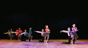 Niños que bailan el baile de salón de baile Foto de archivo