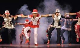 Niños que bailan en etapa Imagen de archivo libre de regalías