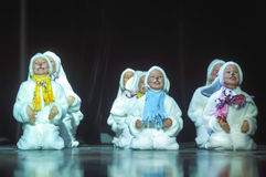 Niños que bailan en trajes del conejito Fotos de archivo libres de regalías