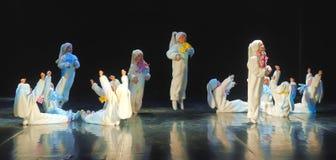 Niños que bailan en trajes del conejito Foto de archivo