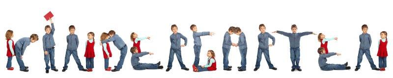 Niños que hacen el collage de la palabra JARDÍN DE LA INFANCIA imagen de archivo libre de regalías