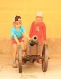 Niños que juegan con el cañón Imágenes de archivo libres de regalías