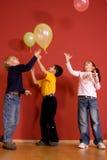 Niños que juegan con impulsos Imágenes de archivo libres de regalías