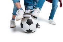 Niños que juegan con la bola del fútbol Imágenes de archivo libres de regalías