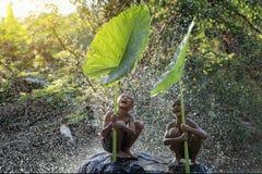 Niños que juegan el agua Foto de archivo