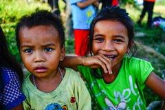 Niños que juegan en el campo en Vietnam Imágenes de archivo libres de regalías