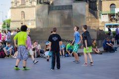 Niños que juegan en el cuadrado Foto de archivo