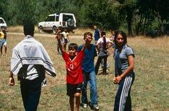 Niños que juegan en Kosovo Fotos de archivo