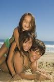 Niños que juegan en la playa Fotografía de archivo libre de regalías