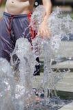 Niños que juegan en Waterpark Foto de archivo