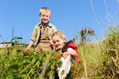 Niños que juegan junto Imagen de archivo
