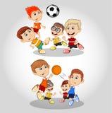 Niños que juegan la historieta del fútbol y del baloncesto ilustración del vector
