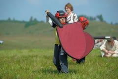 Niños que luchan con el escudo Fotos de archivo libres de regalías