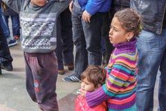 Niños que miran demostraciones Fotos de archivo libres de regalías