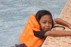 Niños que nadan Imagenes de archivo