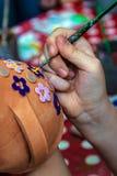 Niños que pintan la cerámica 11 imagenes de archivo