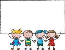 Niños que se colocan con una tarjeta en blanco Foto de archivo libre de regalías
