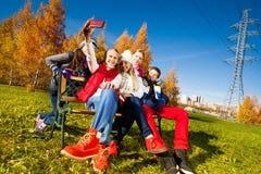 Niños que se divierten con la cámara Fotos de archivo libres de regalías
