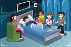 Niños que visitan a su amigo en hospital Fotografía de archivo libre de regalías