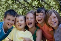 Niños sonrientes Fotos de archivo