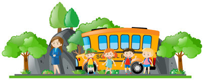 Niños y autobús escolar que hace una pausa del profesor Foto de archivo libre de regalías