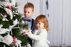 Niños y familia felices Foto de archivo