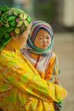 Niños y madre de la minoría étnica Imagenes de archivo