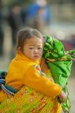 Niños y madre de la minoría étnica Imagen de archivo
