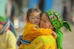 Niños y madre de la minoría étnica Imagen de archivo libre de regalías