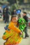 Niños y madre de la minoría étnica Fotos de archivo libres de regalías