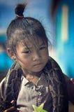 Niños y serpiente pobres de Camboya Fotos de archivo