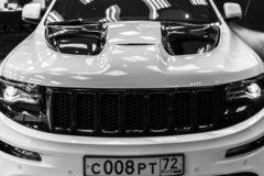 Nižnevartovsk, Russia - 8 luglio 2016: Jeep Grand Cherokee SRT fotografia stock