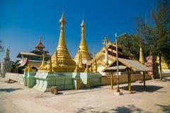 Ni Gaw Dar Yone Pagoda in Nyaungshwe-Dorf, Myanmar lizenzfreie stockbilder