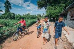 Ni?os del aldeano de Karen en aldea de la pobreza imagen de archivo