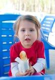 Niña con la empanada Imagen de archivo libre de regalías